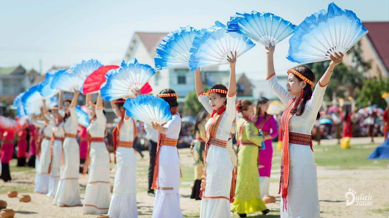 Lễ hội Katê 2019 mang đến những điệu múa thiêng của những cô gái Chăm