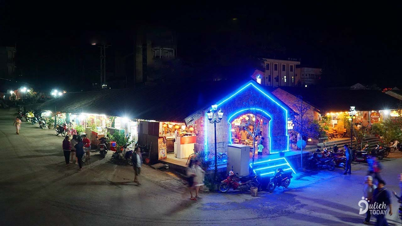Chợ đêm phố cổ Đồng Văn lên đèn nhộn nhịp