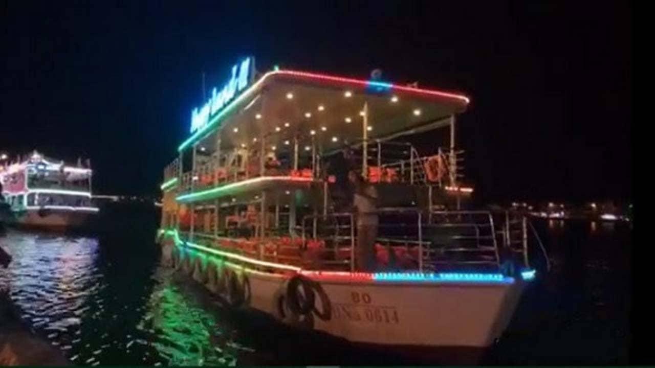 Du thuyền Happy Land lung linh về đêm