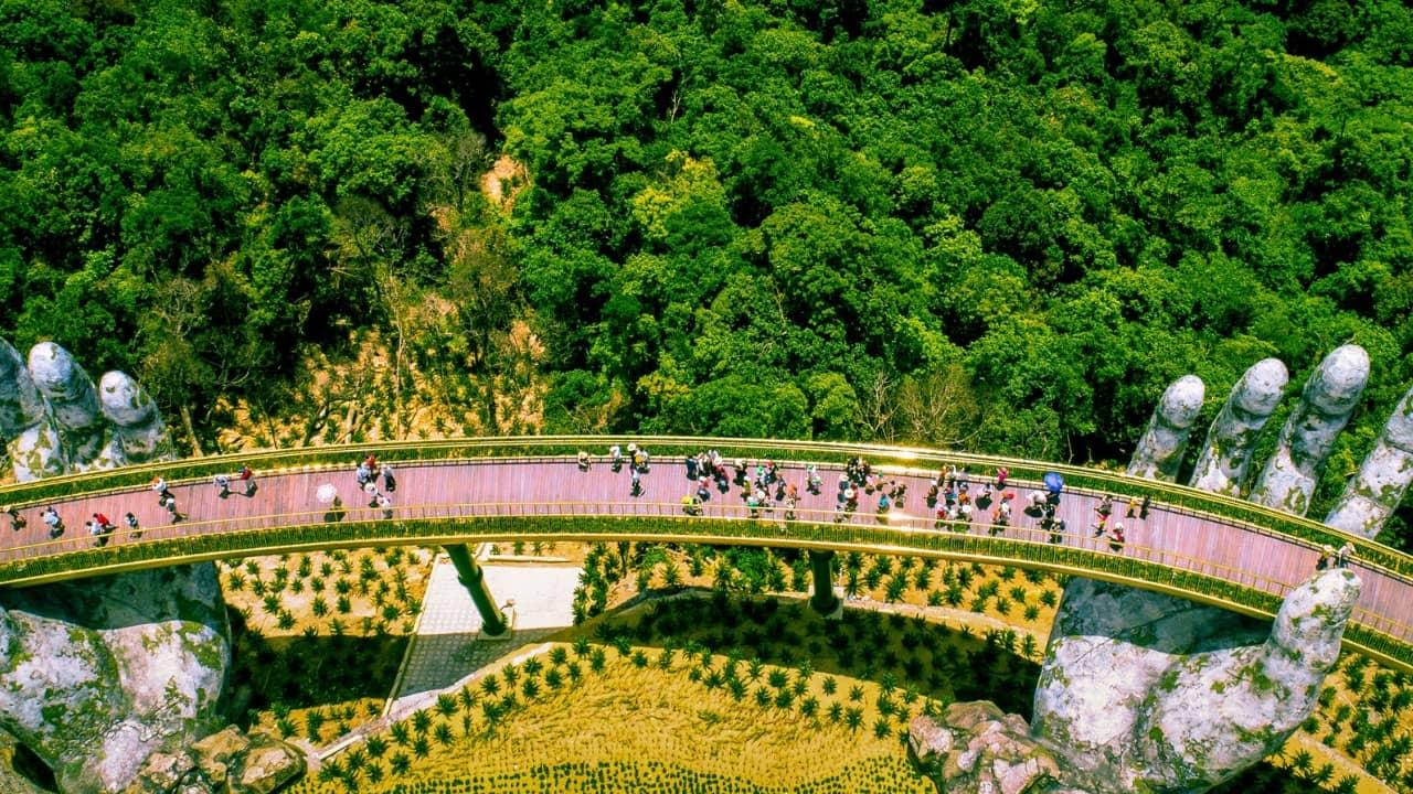 Cầu Vàng - địa điểm du lịch hấp dẫn trong tour