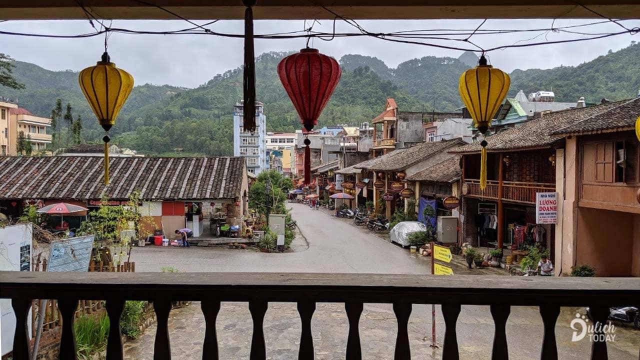 View nhìn thẳng ra phố cổ Đồng Văn từ tầng 2