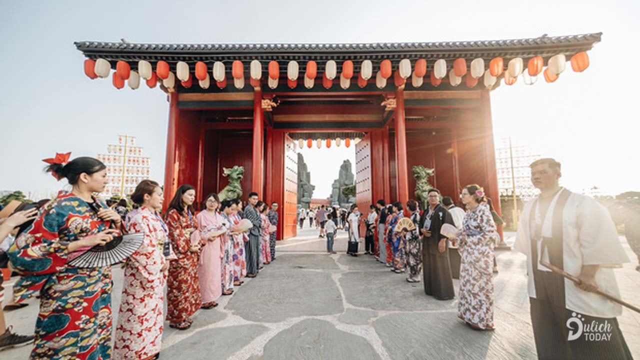 Chuẩn bị một bộ kimono kiểu Nhật đứng trước cổng là đã có ngay vài tấm hình tuyệt đẹp