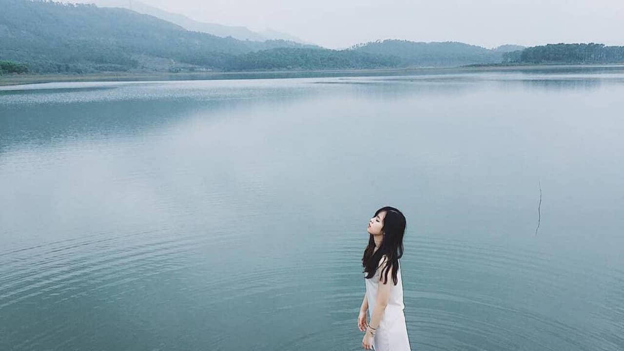 Hồ Đồng Thái là địa điểm du lịch Ninh Bình thu hút du khách bởi vẻ đẹp bất tận của lòng hồ.