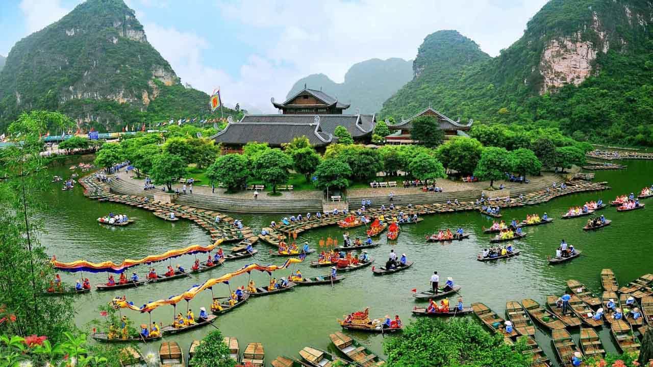 Quần thể danh thắng Tràng An - quần thể du lịch sinh thái, lịch sử, tâm linh