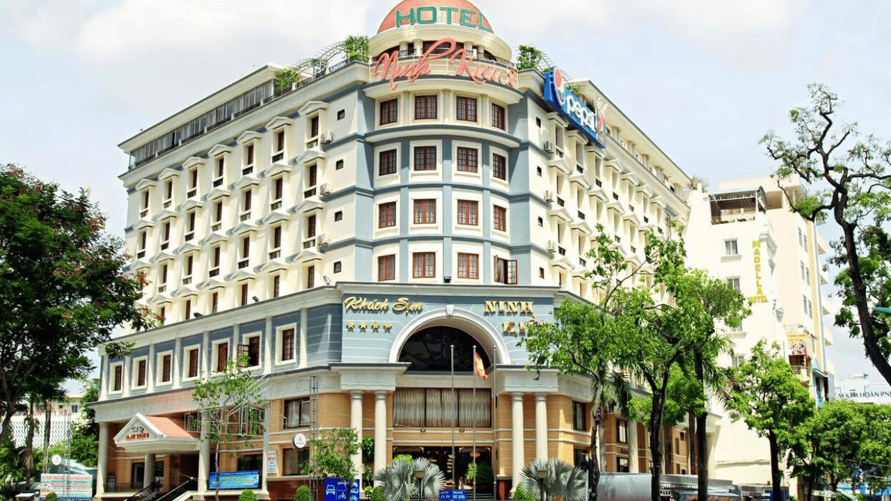 Khách sạn Ninh Kiều 2 nằm trên Đại lộ Hòa Bình, là trung tâm của các địa điểm du lịch