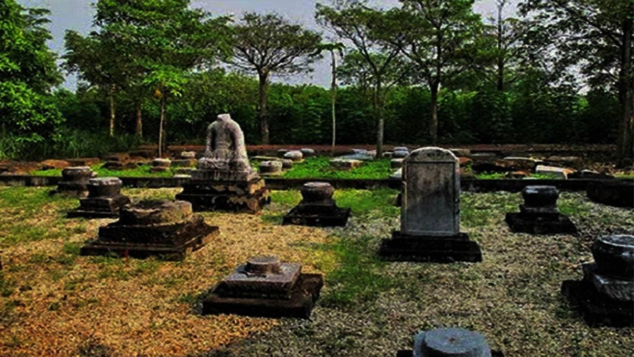 Bia đá cổ tại đền An Sinh chứng minh tuổi tác của đền