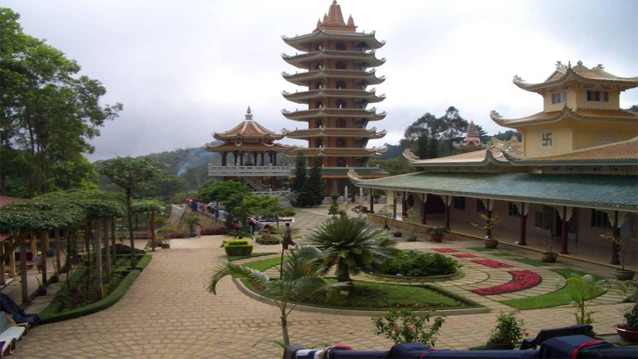 Khuôn viên chùa Nam Thọ có thiết kế đẹp, yên bình