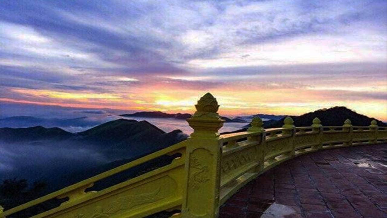 Chiêm ngưỡng cảnh sắc thiên nhiên trên đỉnh Ngọa Vân