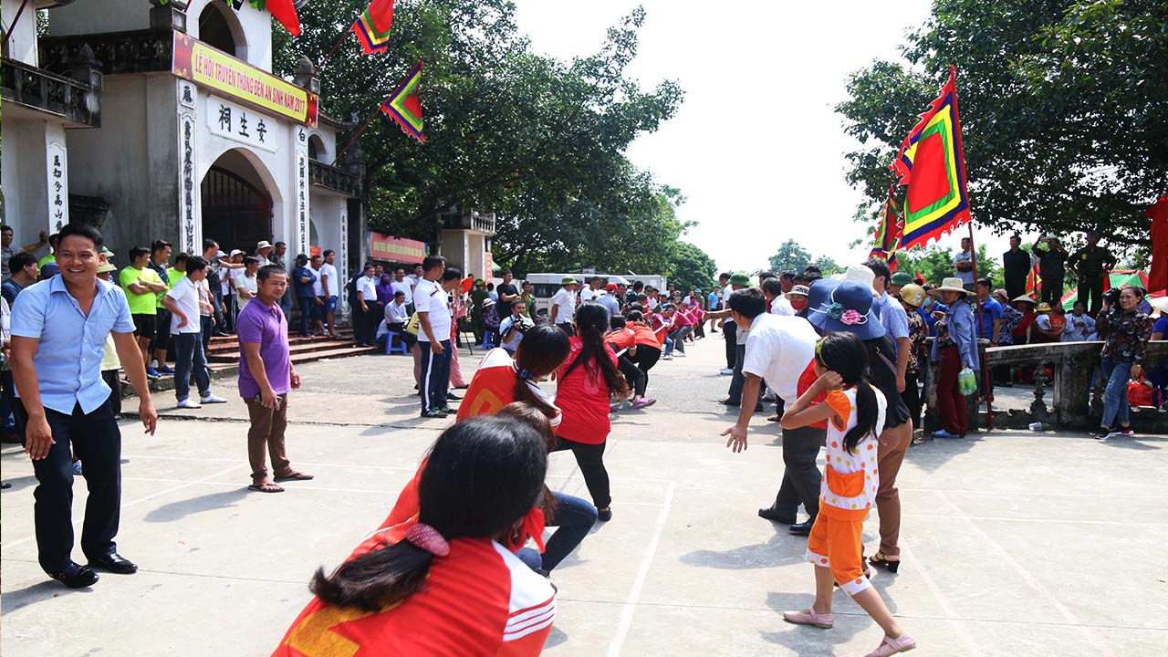 Các trò chơi dân gian được tổ chức trong lễ hội đền An Sinh
