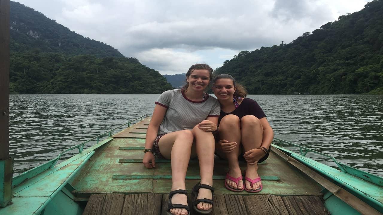 dịch vụ đi thuyền trên hồ Yên Lập