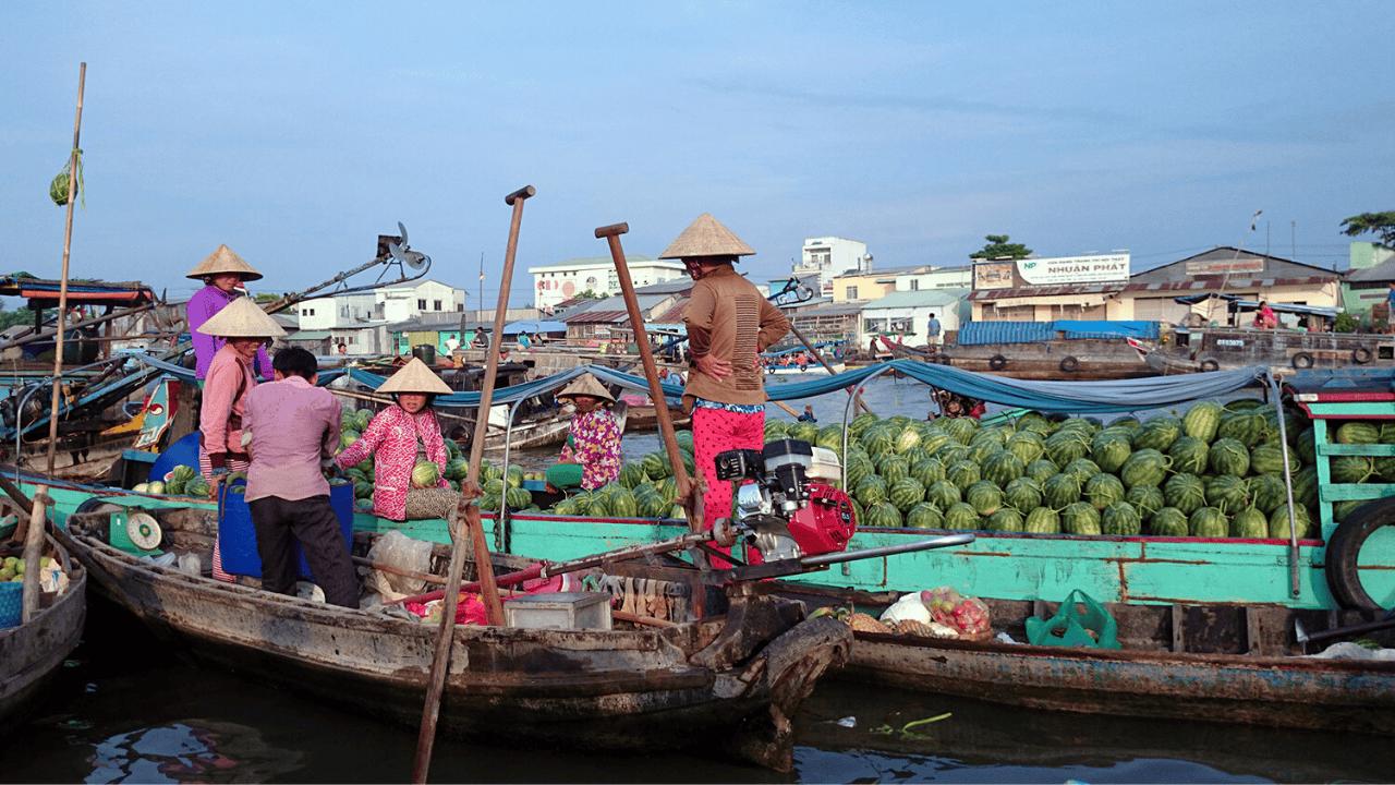 Chợ nổi Cái Răng là một trong những địa điểm du lịch nổi tiếng