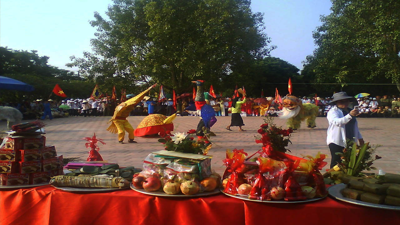 Sắm lễ hương hoa thành tâm khi đến đền