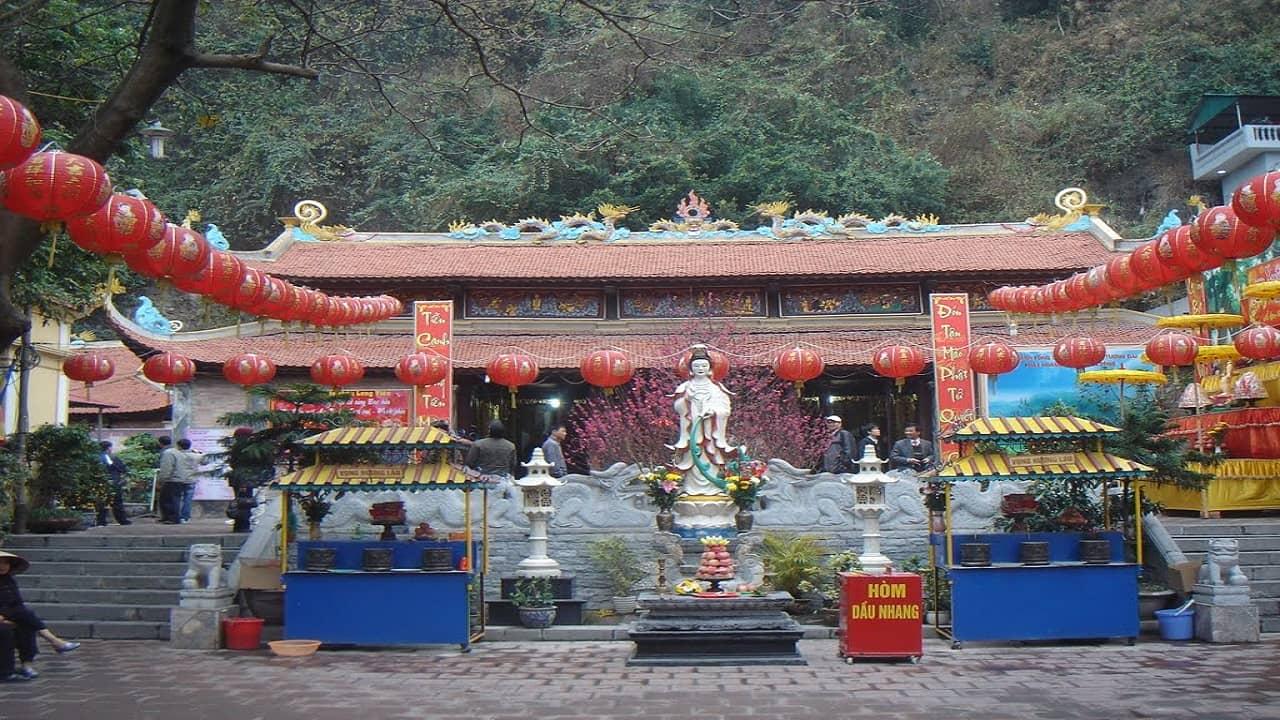 Chùa Long Tiên là ngôi chùa lớn nhất ở thành phố Hạ Long