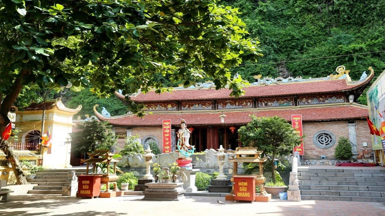 Chùa Long Tiên Hạ Long mang đậm phong cách kiến trúc chùa chiền thời nhà Nguyễn