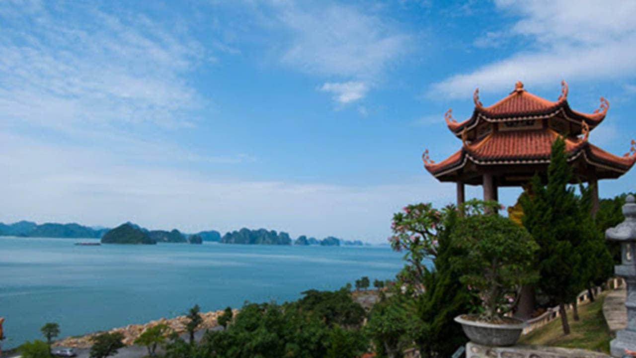 Chùa Cái Bầu là ngôi chùa ven biểnđẹp nhất Quảng Ninh.