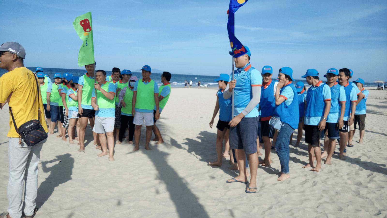 Chương trình team building đội nhóm trên bãi Lăng Cô