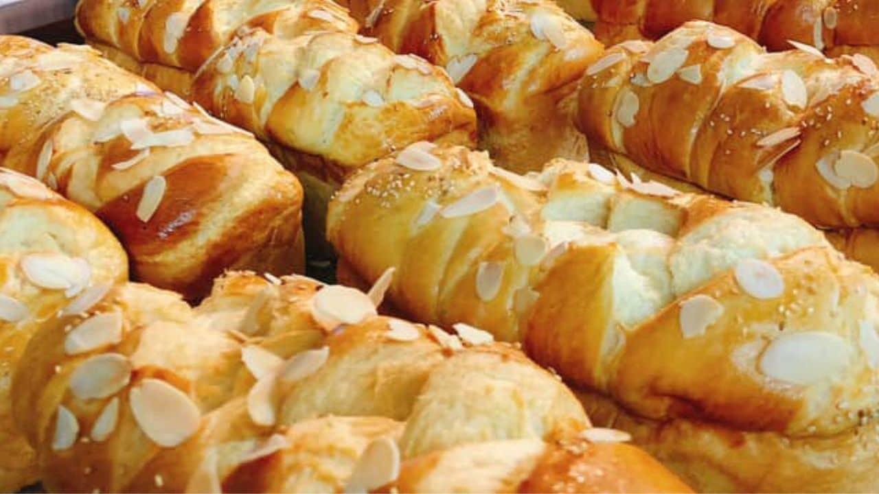 bánh mì hoa cúc hà đông   Món Miền Trung