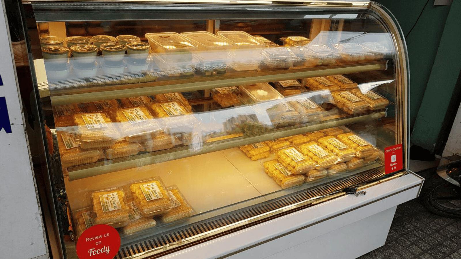 Các loại <strong>bánh su kem</strong> được là và đóng gói sẵn phục vụ thực khách