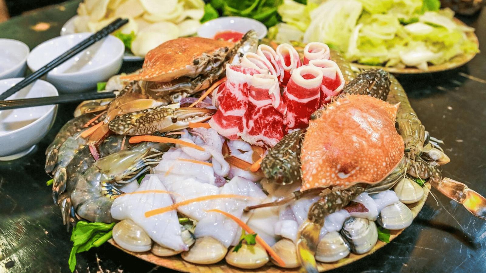Hải sản là món chính được các nhà hàng tại đây phục vụ