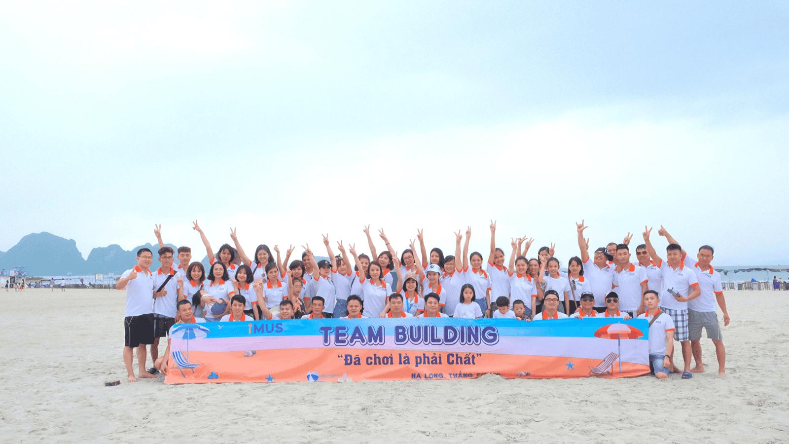 Bãi Ngọc Vừng là một địa điểm team building Hạ Long khá riêng tư, không sầm uất