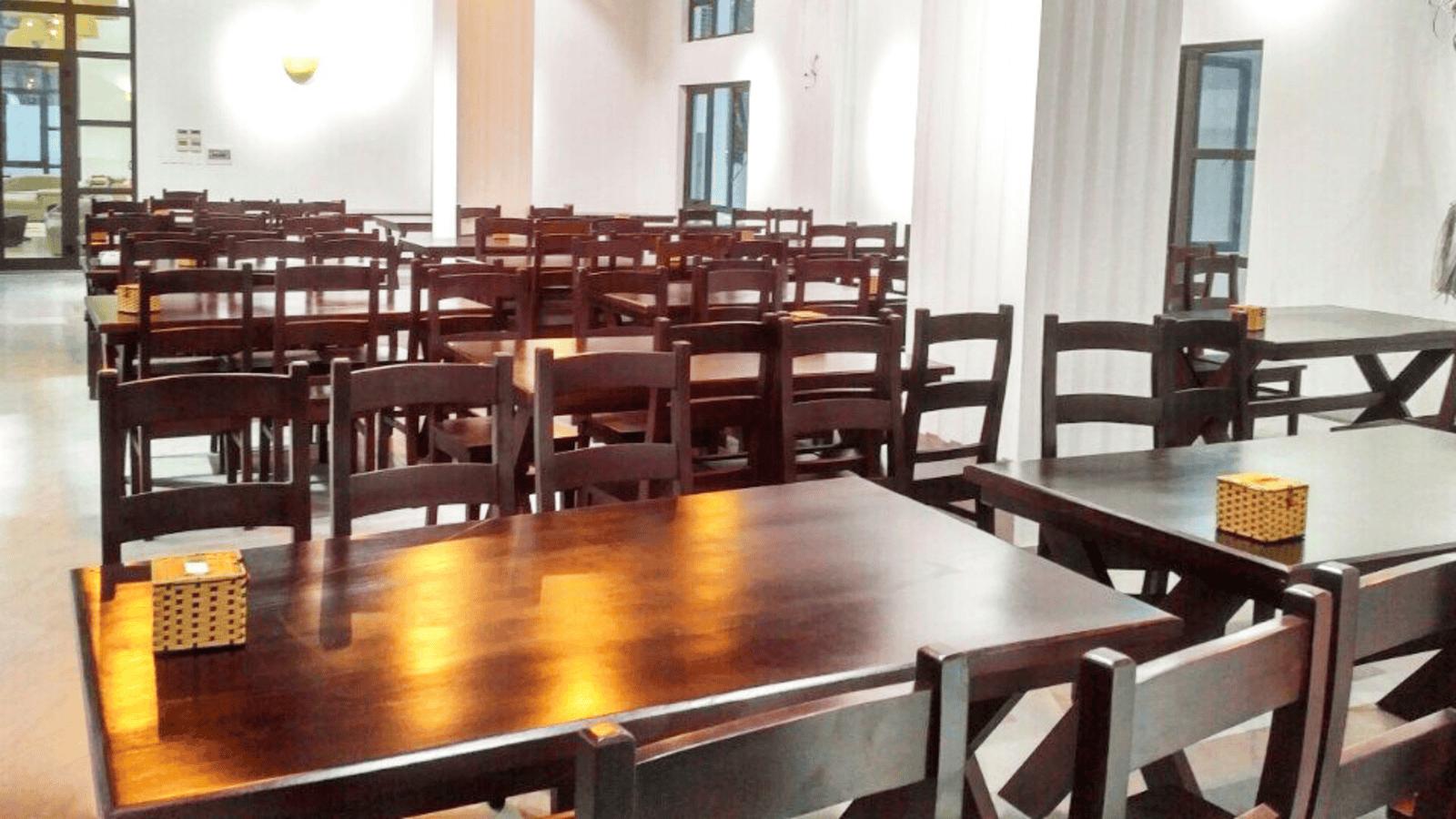 Rất nhiều nhà hàng trong khu resort có không gian sạch sẽ, rộng lớn
