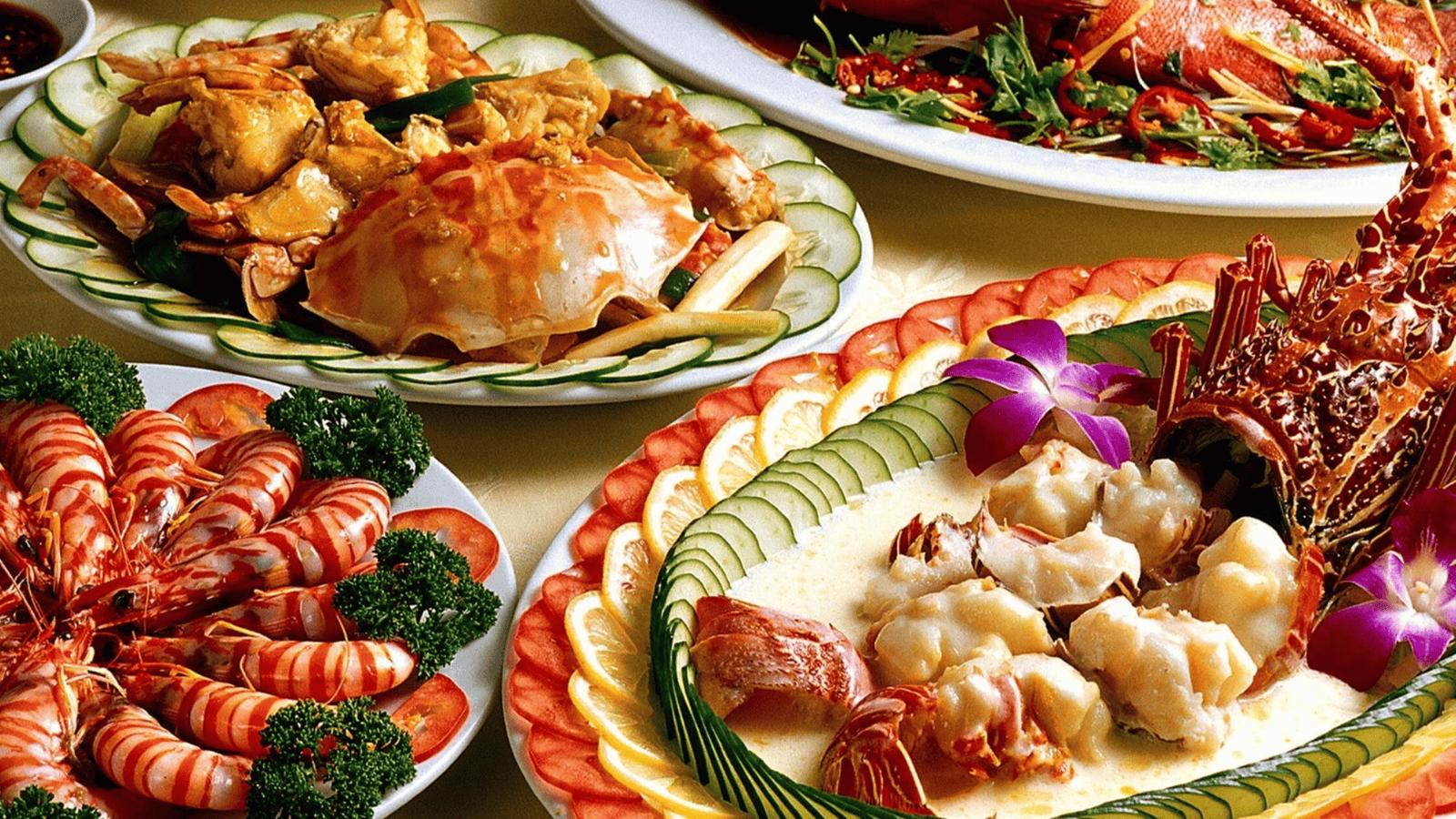 Các nhà hàng ở Bãi Cháy chủ yếu phục vụ các món hải sản