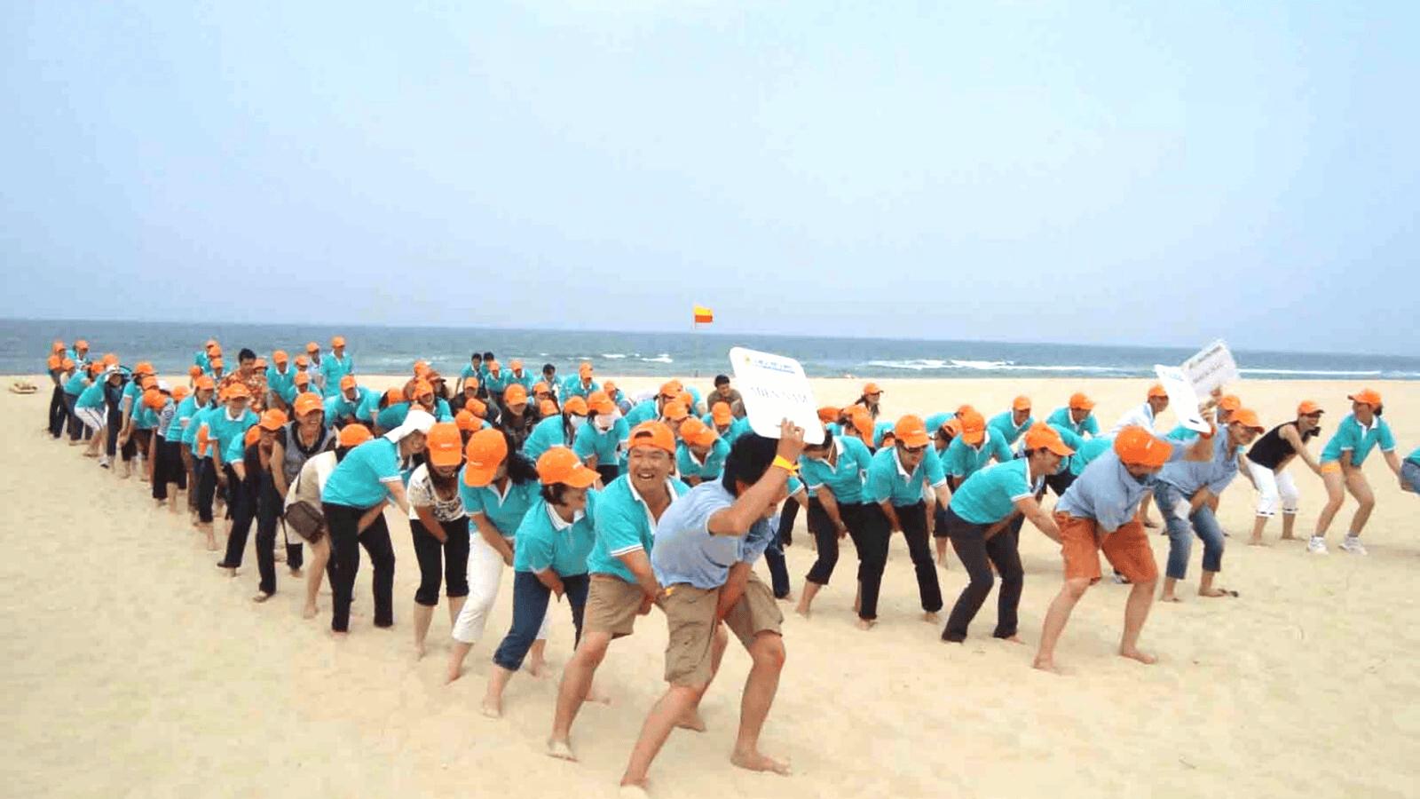 Tổ chức các hoạt động vui chơi tập thể trên biển Bãi Trước