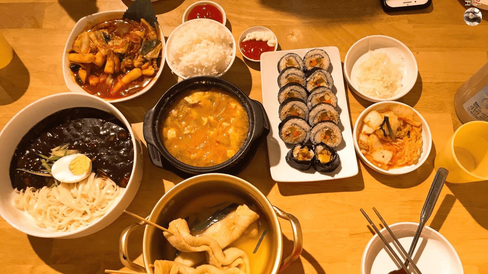 Thưởng thức nhiều món ngon kiểu Hàn khác tại Tokbokki