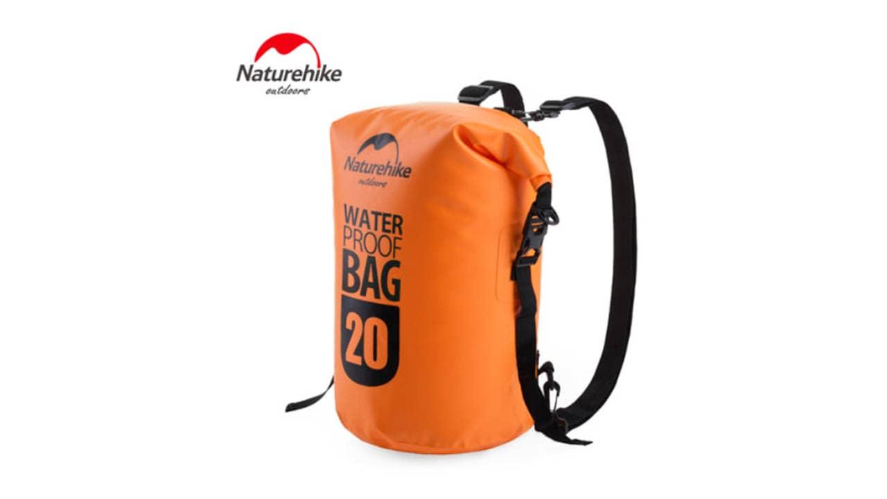 Túi khô là những chiếc túi du lịch đa năng có khả năng chống nước hoàn hảo